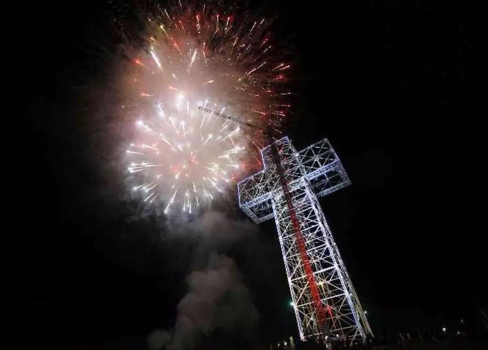 Cruz terá  73.8 metros de altura e será toda iluminada  — Foto: Cruz do Duzulé/Reprodução