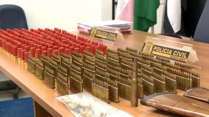 Munições e drogas também foram apreendidas durante operação, no ES  — Foto: Reprodução/ TV Gazeta