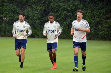 Alexandre Pato e Tchê Tchê deverão ser usados em jogo-treino do São Paulo contra o São Caetano — Foto: Rubens Chiri/saopaulofc.net