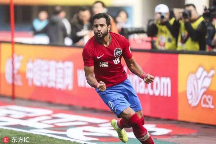 Henrique Dourado celebra primeiro gol pelo Henan Jianye — Foto: Reprodução/Sina.com