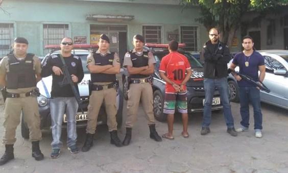Autor do latrocínio foi preso na casa de parentes em São Francisco (Foto: Polícia Militar/Divulgação)