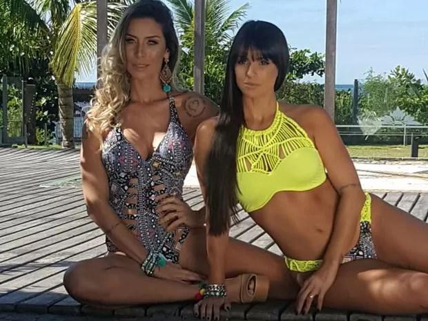 Carol Dias e Lizi Benites fotografam de biquíni para campanha