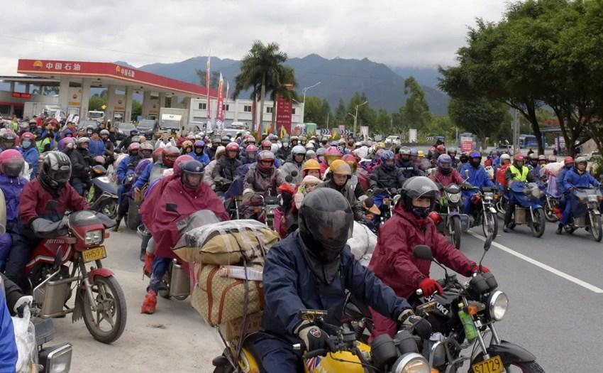 Engarrafamento de motos em Zhaoqing