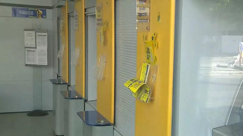Banco no Bessa foi atacado por assaltantes que usaram maçarico nesta terça-feira (12) (Foto: Reprodução/TV Cabo Branco)