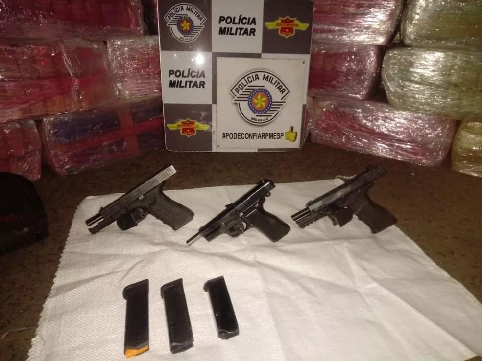 Armas apreendidas pela polícia com os traficantes — Foto: Divulgação