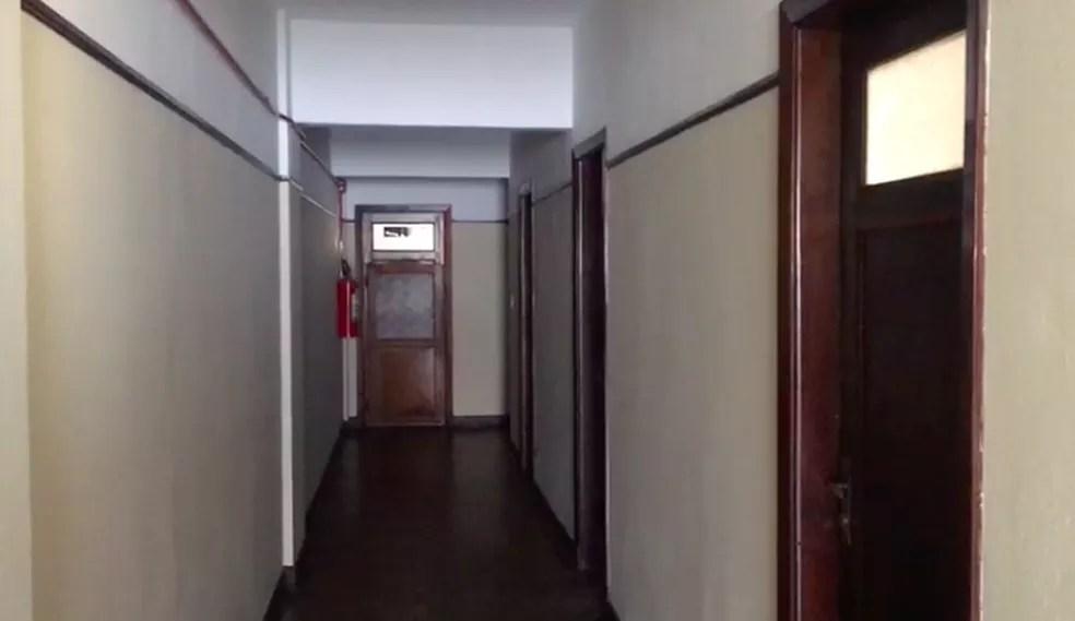 Funcionários do prédio contaram à equipe de reportagem que a sala está vazia há mais de 5 anos e que nunca viram ninguém circulando por lá.  — Foto: G1 SP