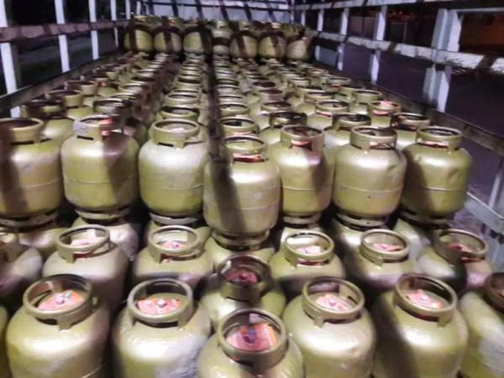 Carga de 500 botijões de gás está avaliada em R$ 150 mil.  (Foto: SSPDS/Divulgação)