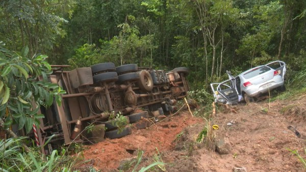 Acidente envolveu três veículos, segundo PRF — Foto: Jean Carlos/Rede Amazônica