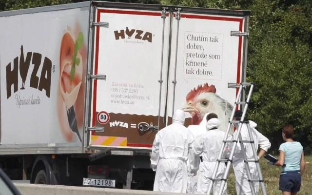 Dezenas de imigrantes foram encontrados mortos em um caminhão na Áustria. O veículo, que continha dezenas de corpos, foi achado em uma área de descanso de uma estrada do estado de Burgenland, no leste do país — Foto: Dieter Nagl/AFP
