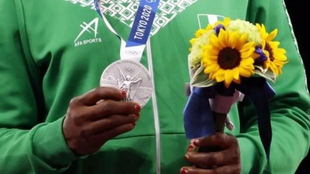 A estimativa é que 5 mil buquês serão distribuídos nos Jogos Olímpicos e Paralímpicos — Foto: Reuters