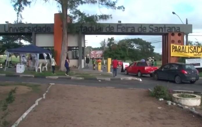 Servidores da Uefs paralisaram atividades nesta segunda-feira (24) (Foto: Reprodução/ TV Subaé)