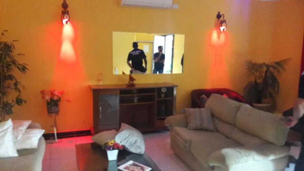 Casa de prostituição funcionava em área residencial de Santos, SP (Foto: Divulgação/Polícia Civil)