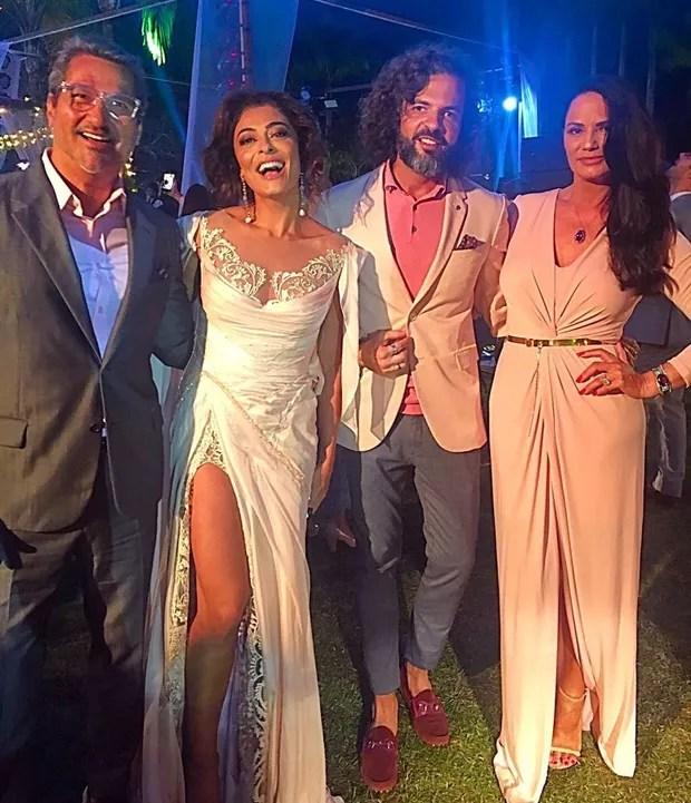 Juliana Paes e Luiza Brunet no casamento de Isis Valverde  (Foto: reprodução / Instagram)