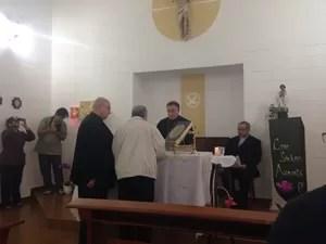 Bispo, Padre Caetano e Monsenhor do Vaticano (Foto: Monica Mazzurana/Arquivo Pessoal)