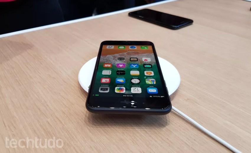 iPhone 8 e iPhone 8 Plus podem ser usados com carregador sem fio (Foto: Thássius Veloso/TechTudo)