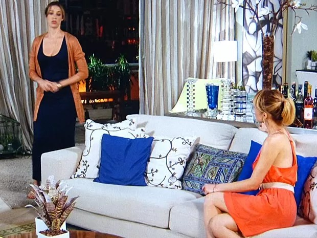 Vãnia manda a real para Juliana (Foto: Guerra dos Sexos / TV Globo)