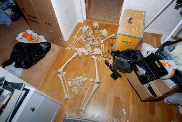 Mulher foi acusada de manter atividades sexuais com o esqueleto. (Foto: AFP)