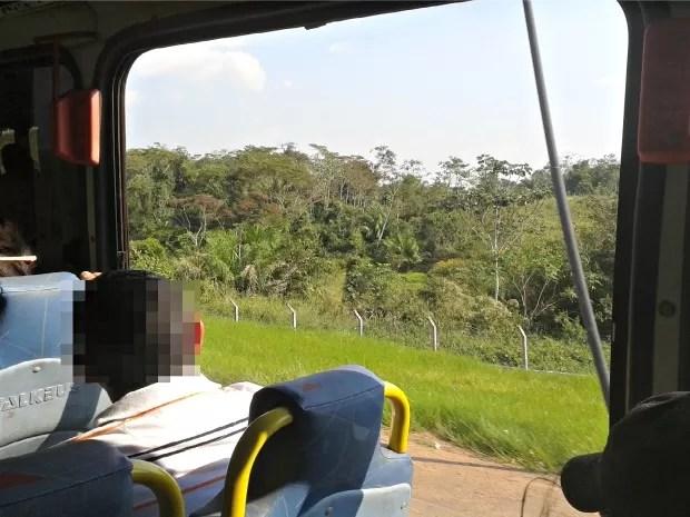 ônibus circulam sem janelas entre Bujari e Rio Branco  (Foto: Otávio Martins/ VC no G1)