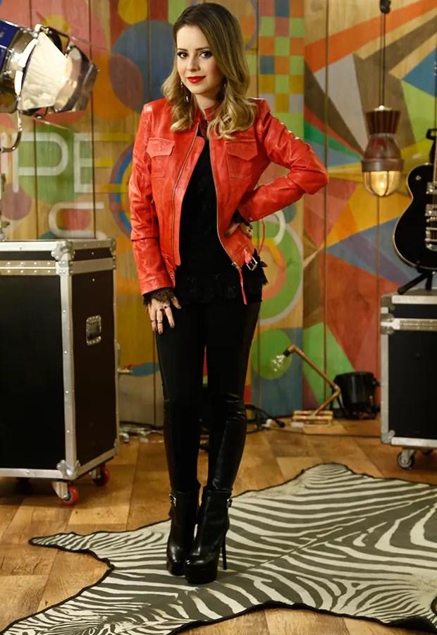 A jaqueta vermelha é a estrela do look da jurada (Foto: Isabella Pinheiro / Gshow)