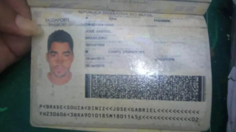 Documento de Gabriel Diniz encontrado em local de queda de avião — Foto: Reprodução/Jornal Hoje