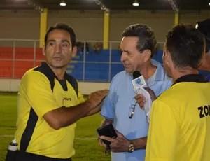 Médico passa mal no jogo Auto x Santa Cruz, pelo Campeonato Paraibano (Foto: Rammom Monte/GloboEsporte/pb)