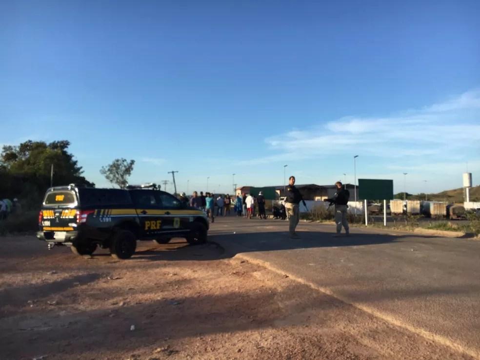 Lado brasileiro da fronteira com a Venezuela na manhã desta segunda-feira (25) — Foto: Emily Costa/G1