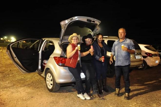 Grupo de amigos veio de Guarulhos (SP) para curtir a 1ª noite da Festa do Peão de Americana 2019 — Foto: Júlio César Costa/G1