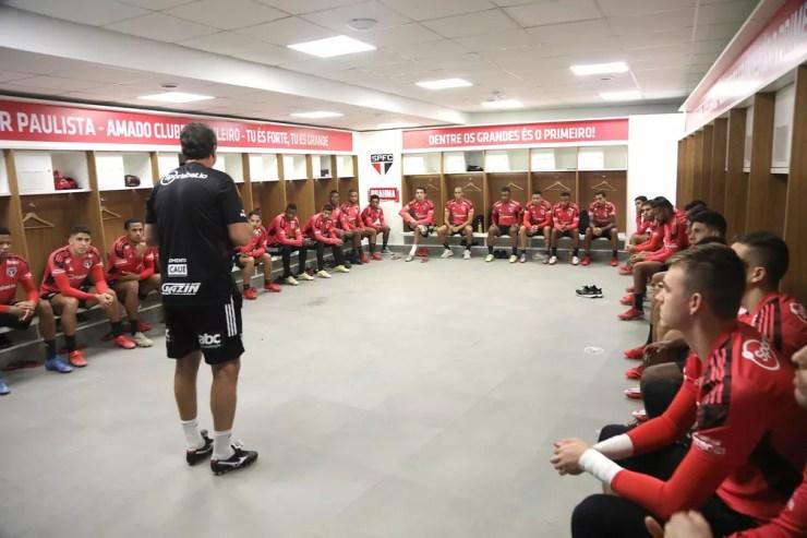 Rogério Ceni conversa com o elenco do São Paulo — Foto: Rubens Chiri/saopaulofc