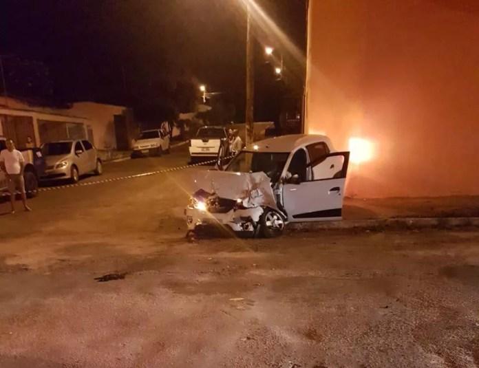 Veículos envolvidos no acidente ficaram destruídos — Foto: Divulgação