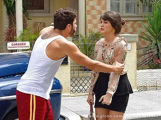 Zenon fala umas boas verdades para Carolina (Foto: Guerra dos Sexos / TV Globo)