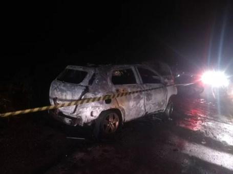 Acidente entre veículos na PE-106 em Vertente do Lério (Foto: Polícia Militar/Divulgação)