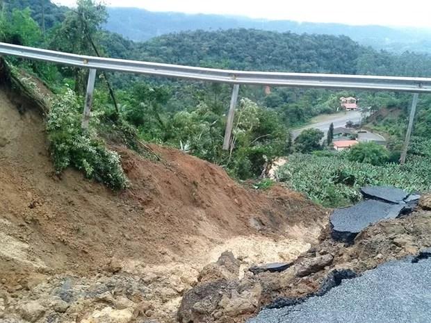 Cratera se abriu em rodovia de Corupá, no Norte catarinense (Foto: Maicon Paulo de Andrade/Divulgação)