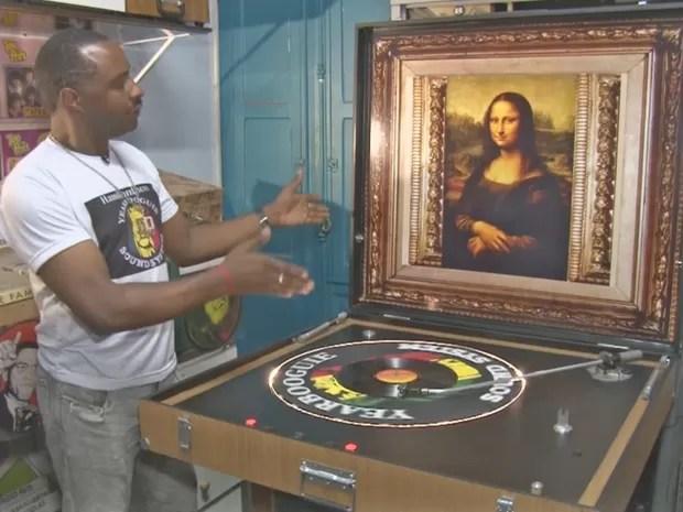 Hamilton Mendonça apresenta sua vitrola Bigger Best em sua loja de discos em São Paulo (Foto: Paulo Castilho/G1)