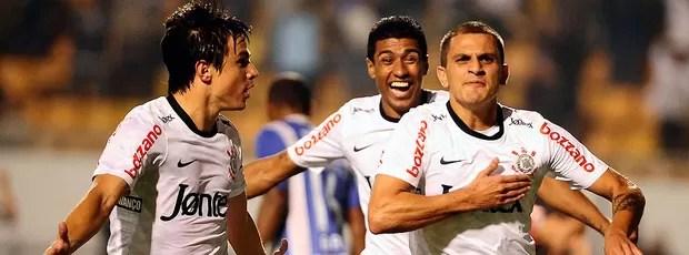 Corinthians x Emelec, Fabio Santos (Foto: Marcos Ribolli / Globoesporte.com)