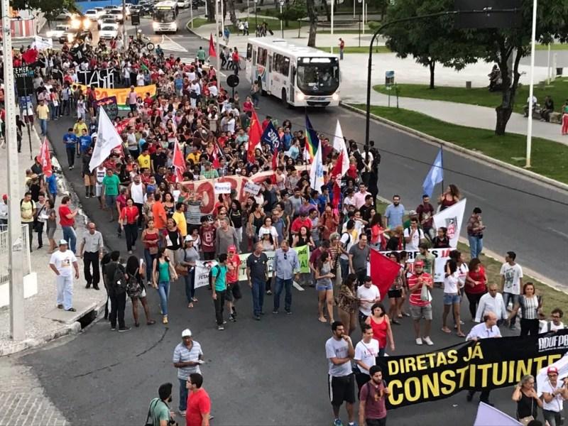 Protesto em João Pessoa pede eleições gerais diretas e renúncia de Michel Temer (Foto: Walter Paparazzo/G1)