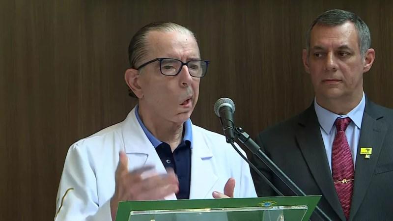 O médico Antônio Macedo e o porta-voz Rêgo Barros falam sobre a situação clínica de Jair Bolsonaro — Foto: GloboNews/Reprodução