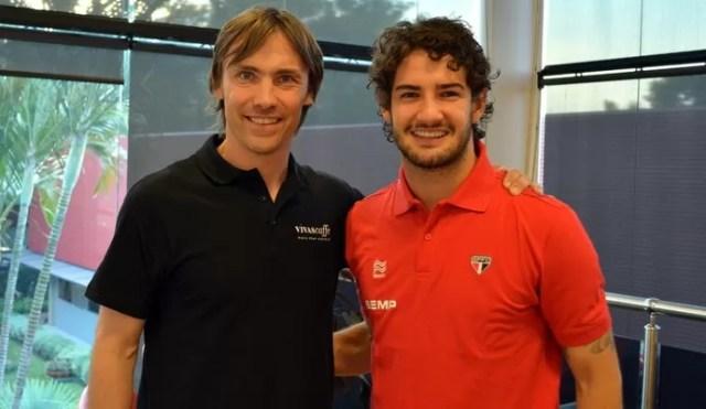 Dario Šimić visita CT da Barra Funda e encontra Alexandre Pato (Foto: site oficial / saopaulofc.net)