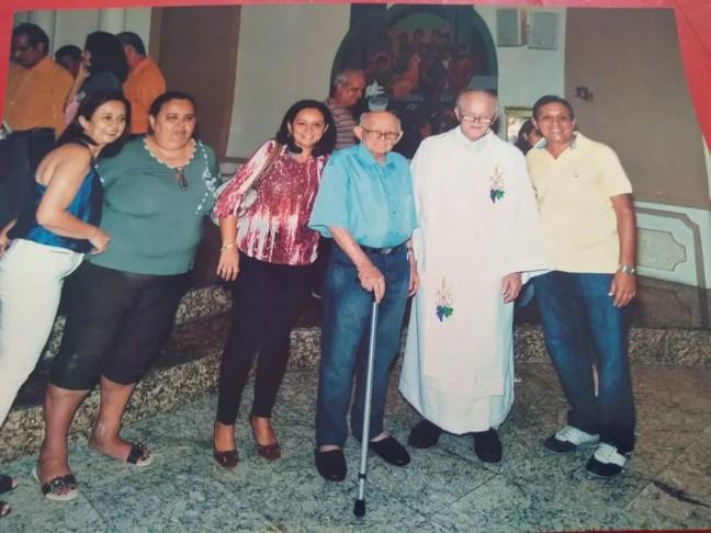 José e as filhas em eventos religiosos que a família participa — Foto: Arquivo pessoal