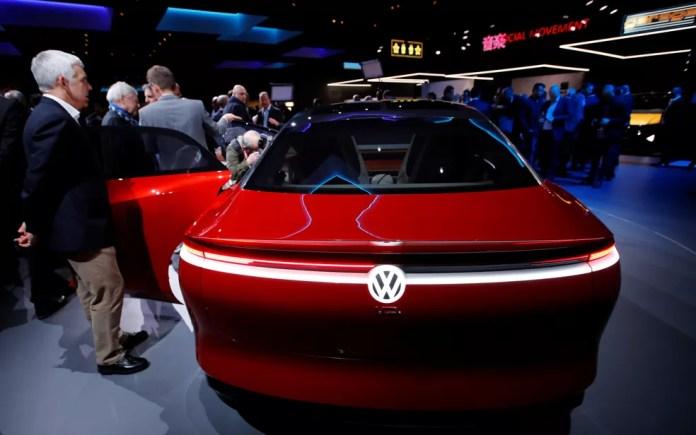 Volkswagen I.D. Vizzion, carro-conceito exibido na véspera do Salão de Genebra (Foto: Denis Balibouse/Reuters)