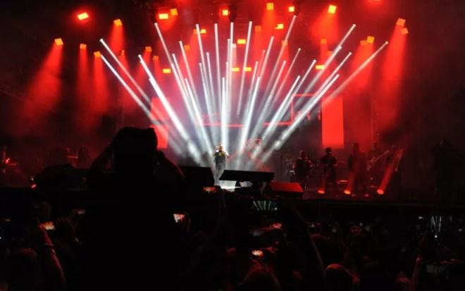 O cantor Wesley Safadão no palco da Festa do Peão de Americana  — Foto: Júlio César Costa