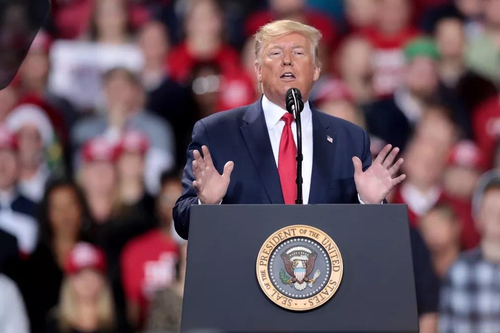 Trump faz comício em Battle Creek enquanto a Câmara dos Deputados aprova seu impeachment em Washington — Foto: AFP/Scott Olson