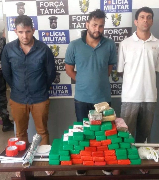 Três homens foram presos suspeitos de participação no crime (Foto: PM-MT/ Divulgação)