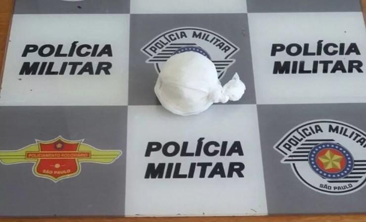 Cocaína estava embalada em saco plástico, segundo polícia (Foto: Divulgação/Polícia Rodoviária Estadual)