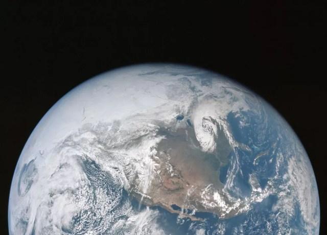 Nosso planeta abriga o que talvez seja apenas uma das formas de vida que existem no universo — Foto: Nasa