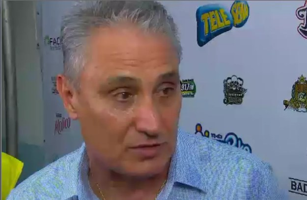 Tite assistiu ao jogo beneficente organizado por Emerson Sheik em Mangaratiba (Foto: Reprodução SporTV)