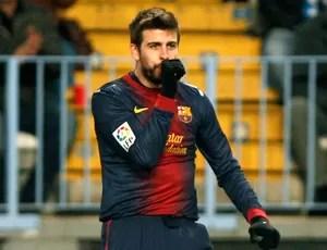Pique comemora gol do Barcelona contra o Málaga (Foto: Reuters)