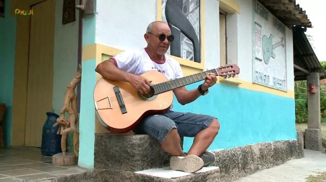 Di Carvalhi também é músico — Foto: Reprodução /TV Clube