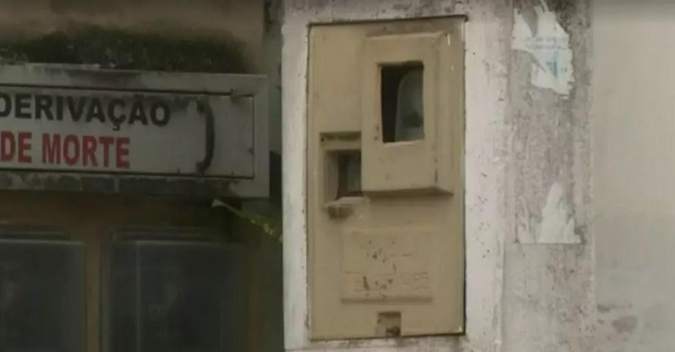 Segundo a polícia, menino de nove anos foi o responsável por desligar o relógio de energia elétrica da sede de vacinação — Foto: Reprodução/TV Gazeta