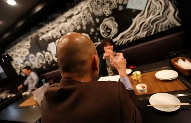 Estabelecimento oferece descontos especiais para quem não tem cabelo (Foto: Toru Hanai)