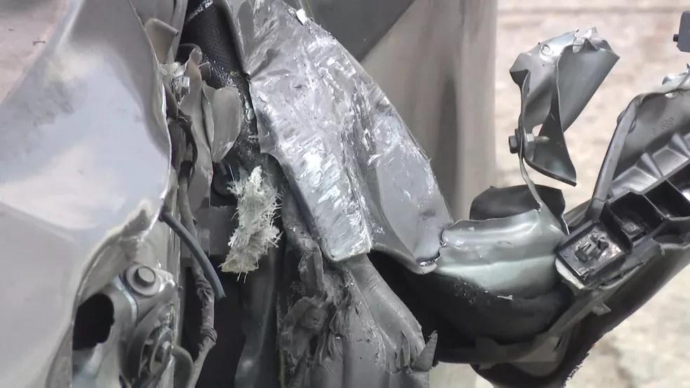 Carro de Cristiano Coimbra foi atingido, pelo menos, por quatro disparos — Foto: Reprodução/ TV Globo